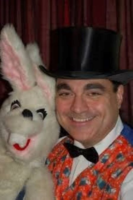Hire a Same Day singing telegram with 2 charming puppets and 3 great songs - $125. Hire a magician with 2 charming puppets, great magic show and colorful balloon twisting. 90 minutes $200 Entertainment, magic show, fun, memorable, mysterious. HIRE PARADES AND CLOWNS FOR KIDS BIRTHDAY PARTIES IN COOK COUNTY, IL.